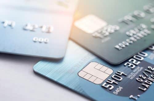 Plusieurs cartes de crédit sur une table