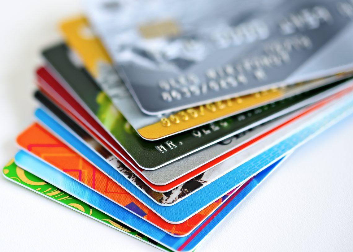 Meilleures cartes de crédit superposées l'une par dessus l'autre